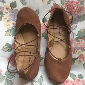 Tan stretchy strap lucky brand flats